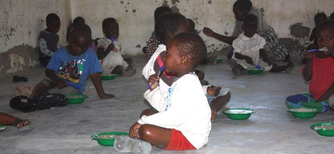 Feeding-hungry-children-Malawi-nursery-reduce-world-hunger